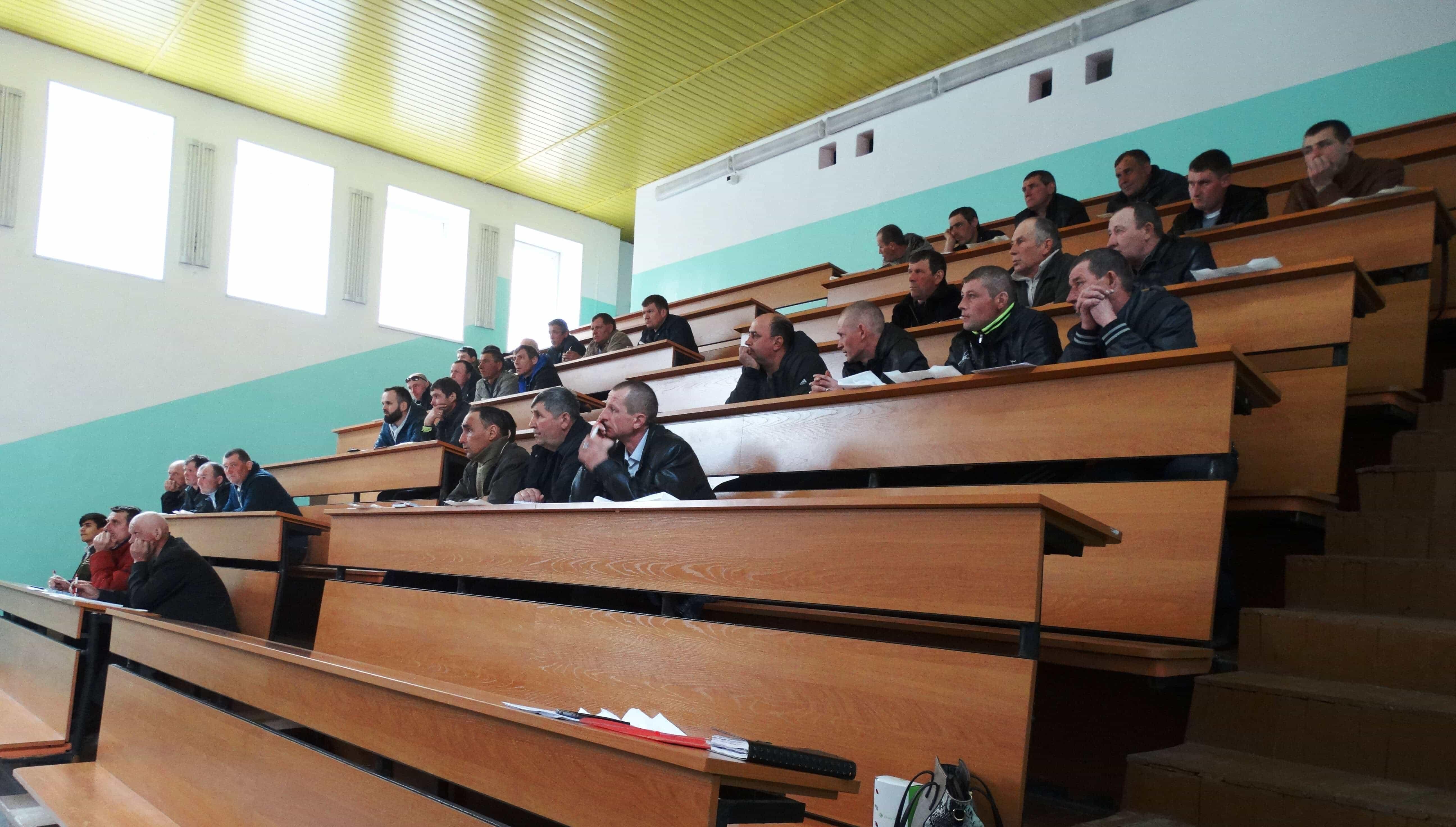 Проведен семинар для механизаторов, инженеров и руководителей хозяйств Новости  DSC00478-1