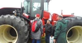 Главная  posetiteli-dalnevostochnogo-dnya-polya-okolo-traktora-rostselmash-rsm-2375-265x140